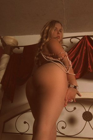 Myrianna independent escort in DuBois